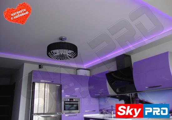 Сиреневая подсветка натяжного потолка